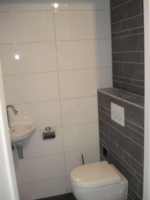 Badkamer grote tegels beste inspiratie voor huis ontwerp - Badkamer tegel helderwit ...