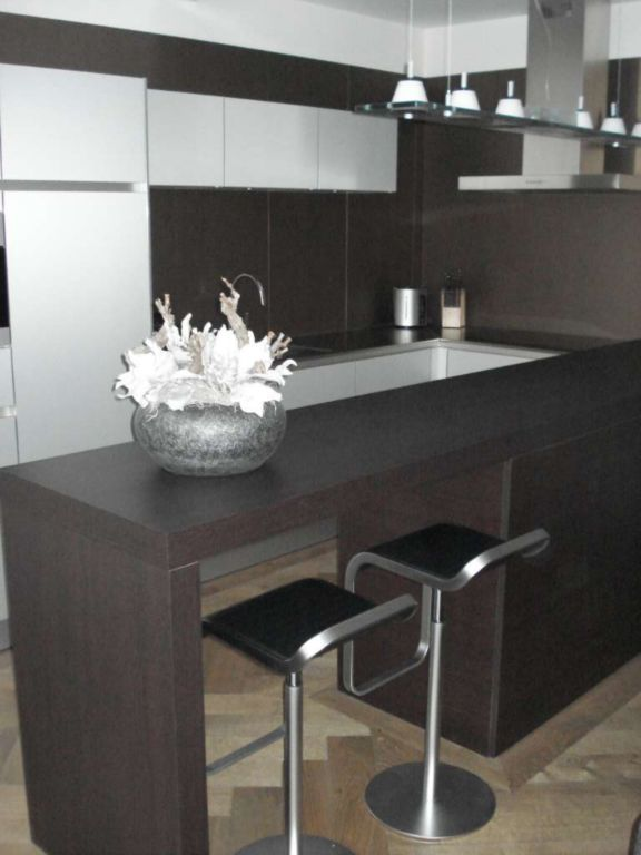 Holstege montage keukens - Uitgeruste keuken met bar ...
